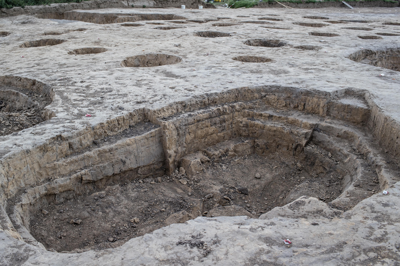 Вчені знали про існування поселення давно, але тільки недавно вони почали працювати над розкриттям секретів так званої «лінійної керамічної культури», що жила тут. Лукаш Гонгульскі / PAP